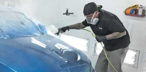 Painter of High-End Cars Works Efficiently With His 23 SATA Guns