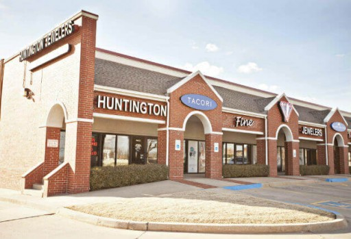Huntington Fine Jewelers Gives Shoppers an Opportunity to Save Big (And Win Up to $100,000 in Cash) This Month