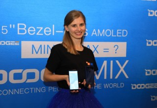 DOOGEE MIX 2 in Prague Conference