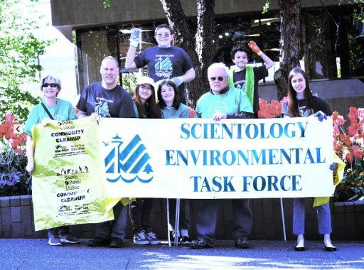 Scientology Volunteer Community Cleanup on Seattle's Annual Neighbor Day
