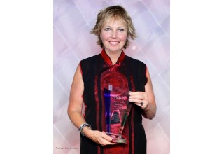 Carol Kent with IYBA Award for Charter Professional of the Year 2017. Photo by Suki@YachtingToday.TV.