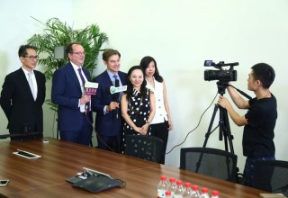 Dr OZ Meets With Entrepreneurs in China