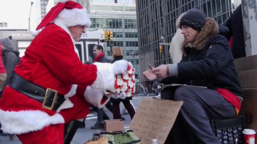 Grieving Man Dresses as Santa Claus & Delivers Christmas Presents to Homeless New Yorkers