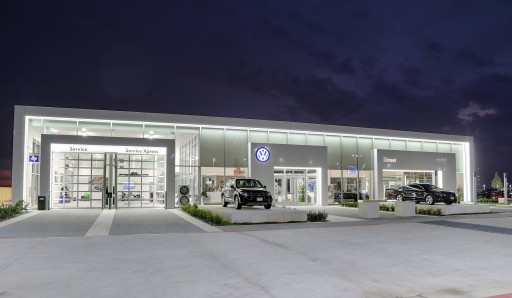 Street Volkswagen of Amarillo Earns 2017 Wolfsburg Crest Club Award, Customer First Club Award, Dealer Service Index Award and President's Club Platinum Award