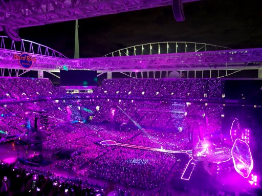 Coldplay's Brilliant LED Wristbands Light Up Miami's Hard Rock Stadium