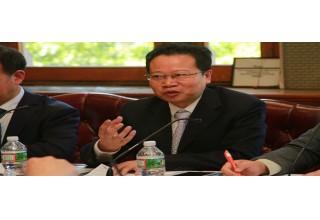 Mr. Mao Ruifu explaining the training courses offered by Zhejiang Senior University.