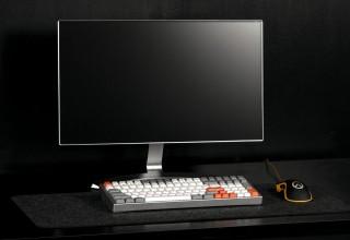 Kira Mechanical Keyboard on Desk