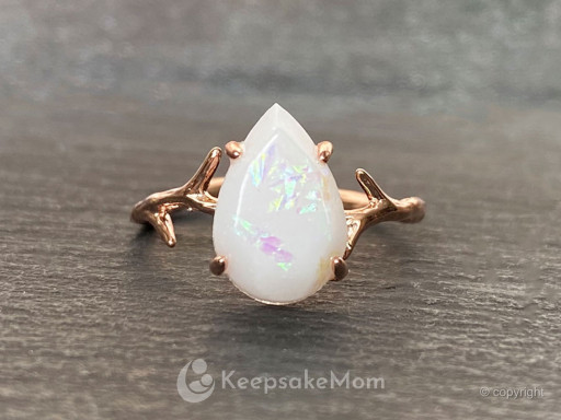 KeepsakeMom Launches Breast Milk Jewelry Buyer's Guide to Celebrate Emerging Category of Sentimental Jewelry