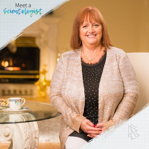 MEET A SCIENTOLOGIST Gets in the Holiday Spirit With Pam Ryan-Anderson