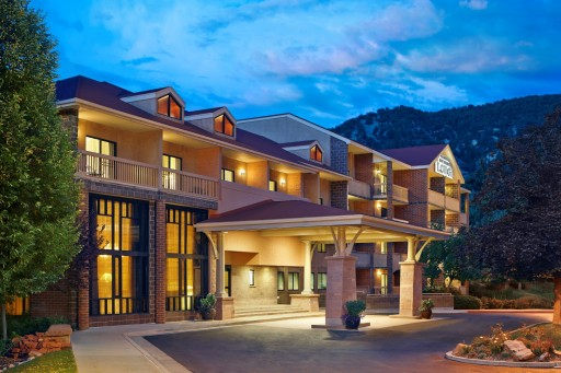 Glenwood Springs Vacation Packages Offer Value and Savings