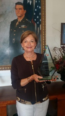 Nell Calloway receives Distinguised Friends of China Award