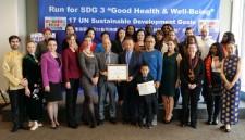 Jin Feibao receives Outstanding Achievement Award for the Fairyland 100 Marathon