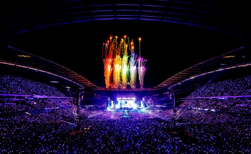 Coldplay's Concert Tour Movie Shows 'A Head Full of Dreams' Lighting Up Fans