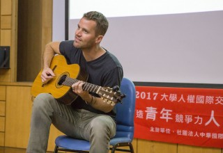 Wil Seabrook performing on his Taiwan human rights tour