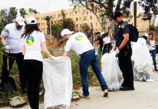 Volunteers clean up Hollywood