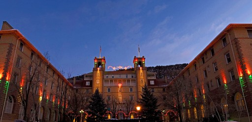 Glenwood Springs Ushers in the Holidays with Festival of Lights, Shopping & More