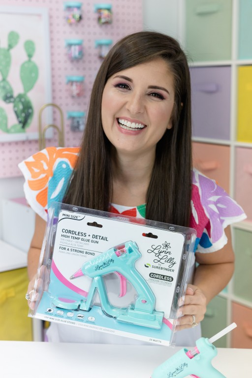 DIY Expert Lynn Lilly Partners With Surebonder® to Launch Her First Product, a Cordless Glue Gun in Her Signature Colors, Turquoise and Bright Pink