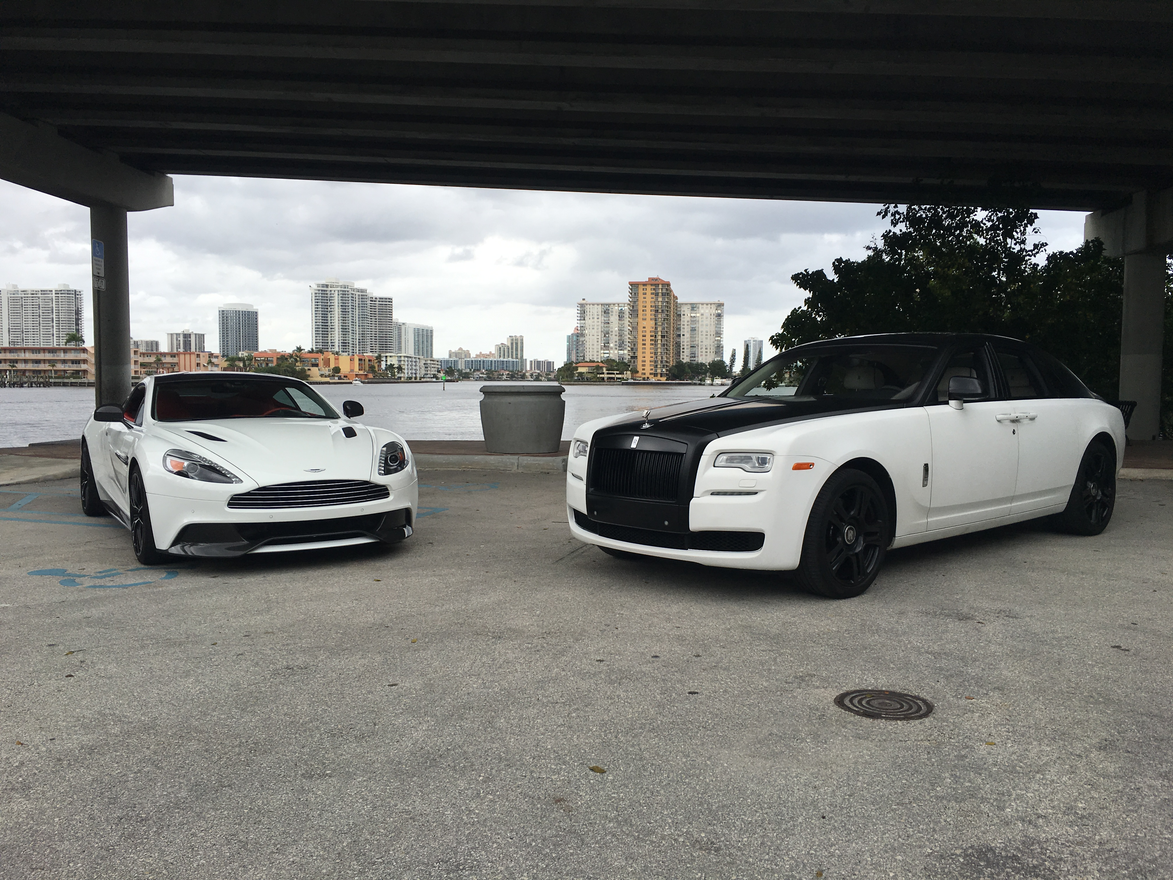 Miami Luxury Car Rental >> Indulge Yourself With A Pristine Luxury Car From Vice City Vip