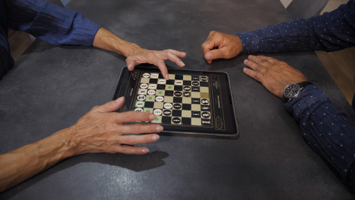 Does the iPad Make the Traditional Chessboard Redundant?