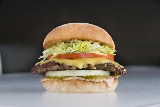 Burger Lounge Brings Award-Winning Grass-Fed Burgers to the Fountains at Roseville