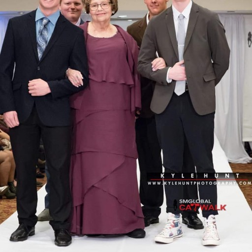 79-Year-Old Grandma and Stage 4 Cancer Survivor Dances on the Catwalk During New York Fashion Week