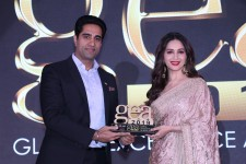 Simerjeet Singh honoured with Global Excellence Award in Motivational Speaking by Madhuri Dixit-Nene