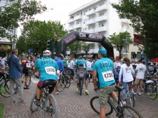 Volunteers from the Church of Scientology Pordenone in Italy set off on a 60 km cross-country bicycle tour, wearing the bright turquoise T-shirts of the Truth About Drugs campaign.