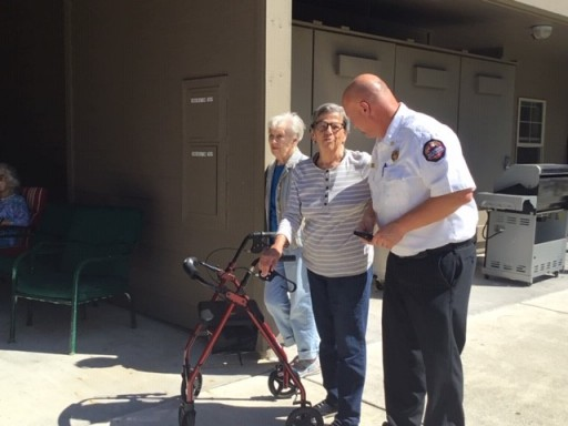 Avamere at Port Townsend Residents Enjoy Fire Fighting With EMTs