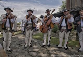 Highlander - traditional musicians