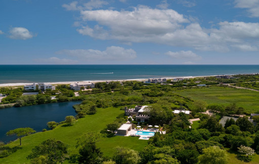 Tim Davis Hamptons Announces Sale of a Timeless Modern Pond-Front Residence in Southampton, New York