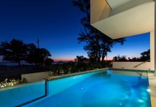 Acrylic pool design