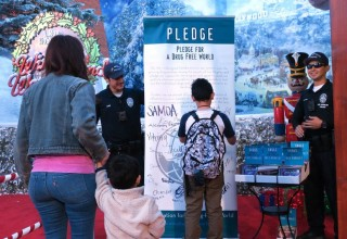 The Los Angeles chapter of Foundation for a Drug-Free World teams up with the Los Angeles Police Department at L. Ron Hubbard's Winter Wonderland on Hollywood Boulevard to help youth and adults make the commitment to live drug-free.