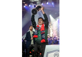 MSDossary winning the FUT Champions Cup