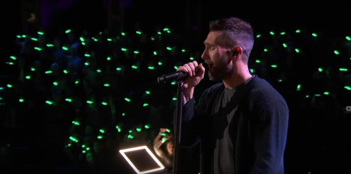 Maroon 5 Performs on the Voice With Xylobands LED Wristbands Lighting Up the Audience