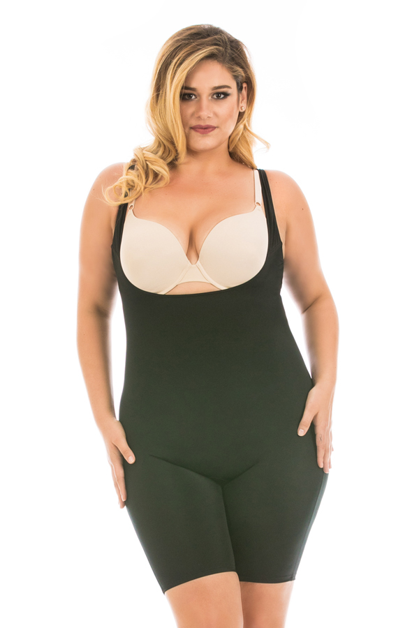 17873836e5015 InstantFigure Launches Curvy Line With Sizes Up to 5 XL