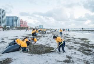 Volunteer Ministers clean up Clearwater Beach