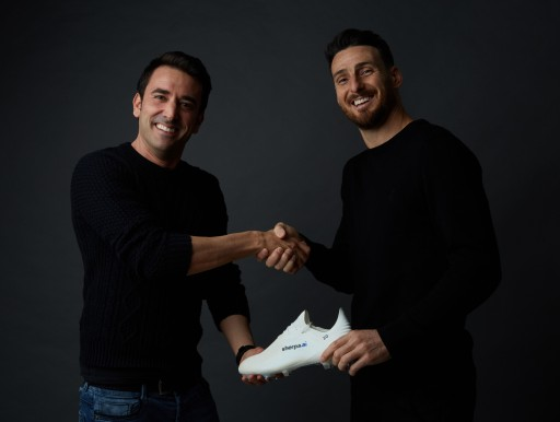 Aduriz Endorses the Basque Artificial Intelligence Company Sherpa.ai, Adding Their Logo to His New Cleats
