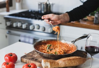 Sardel Cookware, with pasta