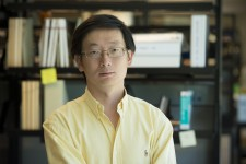 Gladstone scientist Sheng Ding
