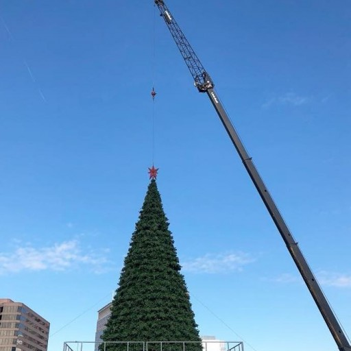 Superior Rigging & Erecting Co. Assists With Macy's Great Tree Lighting