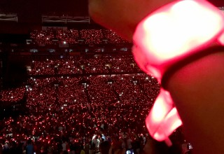 Light Up Wristbands Create a LED Light Show on Coldplay's A Head Full of Dreams Tour