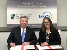 IDEA President & CEO Robert Thornton (left) and 2018-2019 ASHRAE President Sheila J. Hayter, P.E. (right) signed a MoU on May 22.