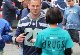 Volunteers reached out to Seahawks fans with the truth about drugs.