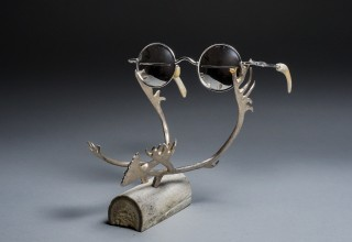 SNOW GOGGLES ON ANTLER STAND