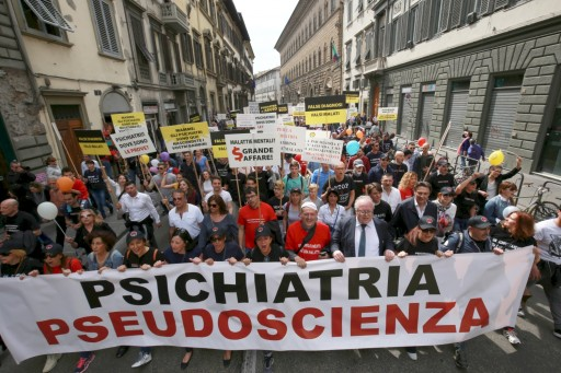 "Protesters Say No to Destructive Psychiatric ""Treatments"""