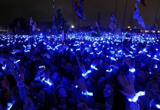 Xylobands Light Up for Coldplay Performances, Every Person Becomes Part of the Show