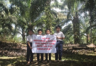 Children of indigenous palm oil farmers from Sarawak, Malayia.