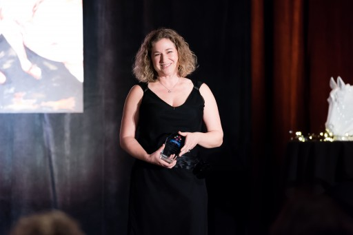 Natural Paws Founder Elyse Horvath Receives Solopreneur Pet Industry Woman of the Year Award