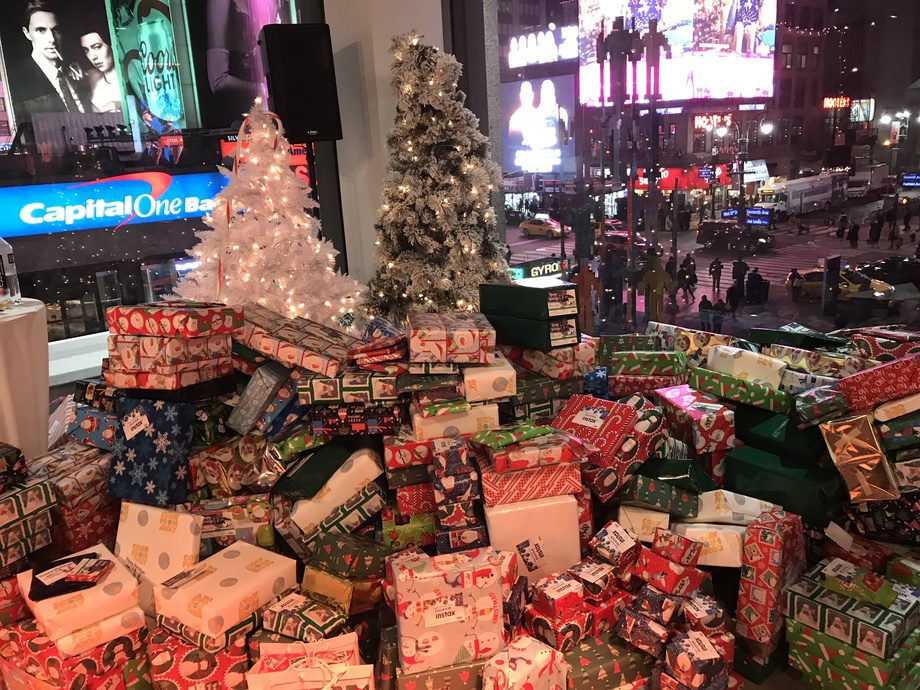 Christmas Music On 106.7, 2021 Us Coachways Joins Iheart Radio 106 7 Lite Fm To Sponsor Hospital Benefit Christmas Gift Wrapping Party Newswire