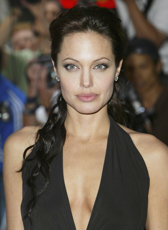 Angelina Jolie, Brad Pitt Divorce Judge Disqualified by Appeals Court | Edmonds Mall Entertainment News